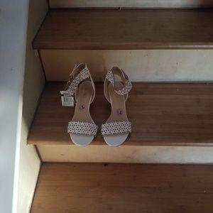 Low heel women's shoes